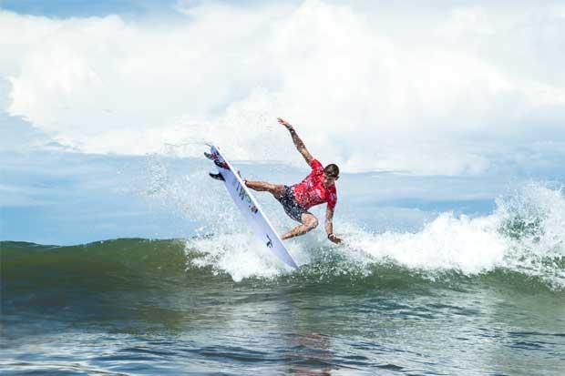 Ticos dominantes en primera fecha de Mundial de Surf