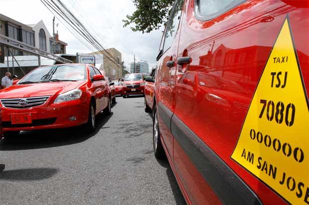 Protesta de taxistas dejaría más de $2 millones en pérdidas al país, según Uccaep