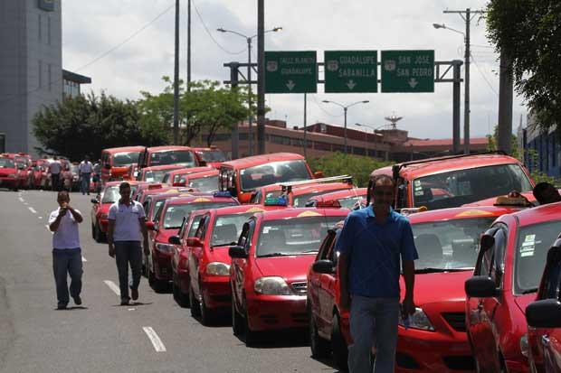 Gobierno no tolerará bloqueos de taxistas