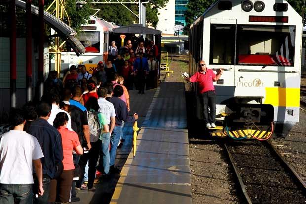 Incofer envió tres trenes más a Cartago tras bloqueos de taxistas