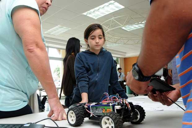 Inicia feria de tecnología robótica en la UCR