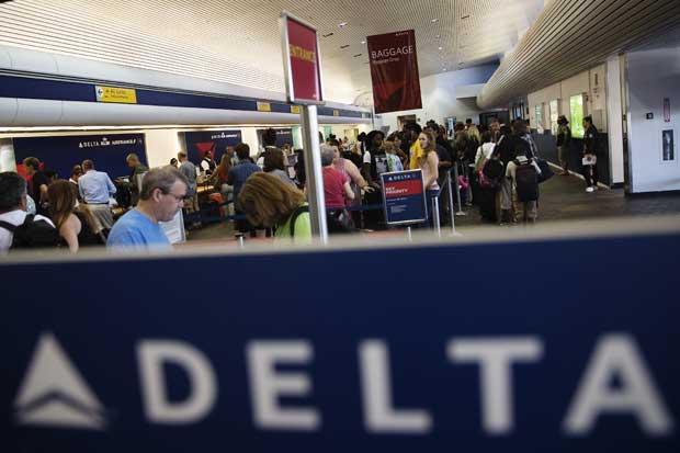 Temporada alta complica cancelaciones de Delta