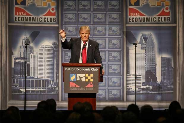 Trump sugiere que defensores de la Segunda Enmienda podrían parar a Clinton
