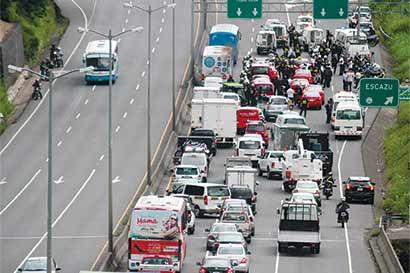 Anticuado sistema de taxis lucha por sobrevivir