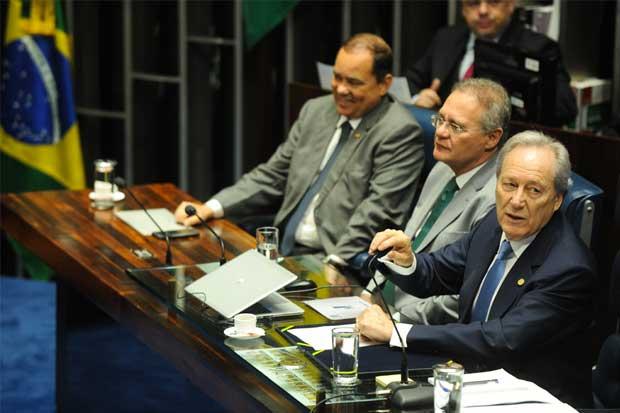 Senado brasileño vota a favor de juicio político para Dilma Rousseff