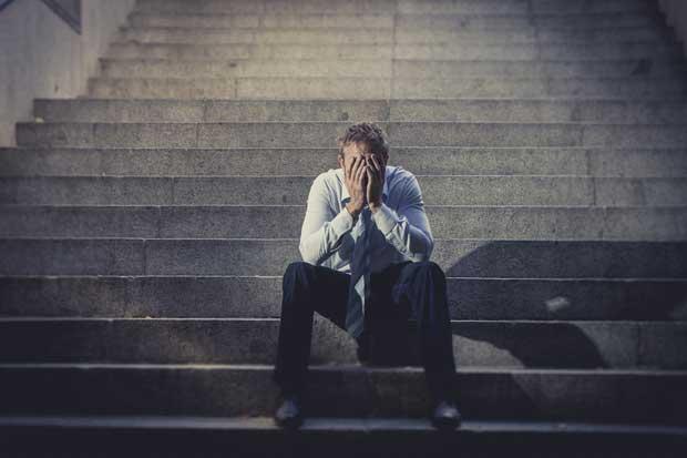 Empleo cae y desempleo se mantiene estancado