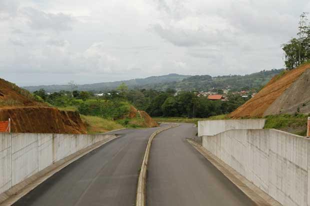 """Representante de Universidad Earth: """"Política debe dejar de enfocarse en ampliar infraestructura vial"""""""