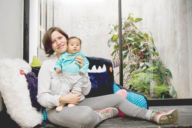 Madres millennials dividen tiempo entre cuidar hijos y emprender negocios