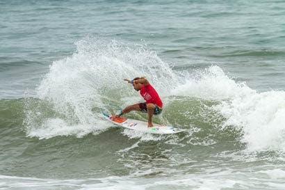 Surf olímpico ilusiona a los ticos