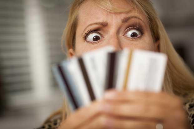Deuda en tarjetas de créditos aumentó 15% en último año