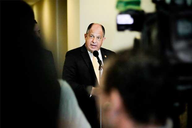 Presidente Solís tiene el menor respaldo popular en 38 años, según CID Gallup