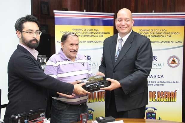 Municipalidades recibieron equipos para fortalecer gestión de riesgo