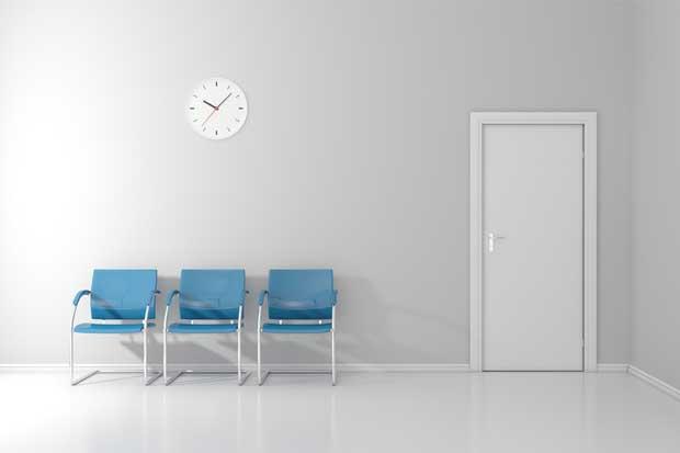 Hospital de San Carlos adquiere sillas adaptables a condiciones de sus pacientes