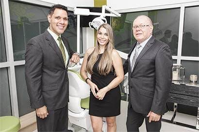 Moderno centro odontológico abre en Santa Ana