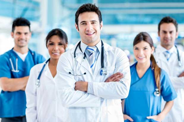 Salud autoriza otorgar permisos a médicos especialistas extranjeros