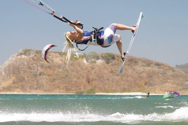 Bahía Salinas adopta al kitesurf