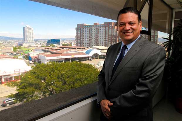 Johnny Araya negocia $5 millones para obras viales