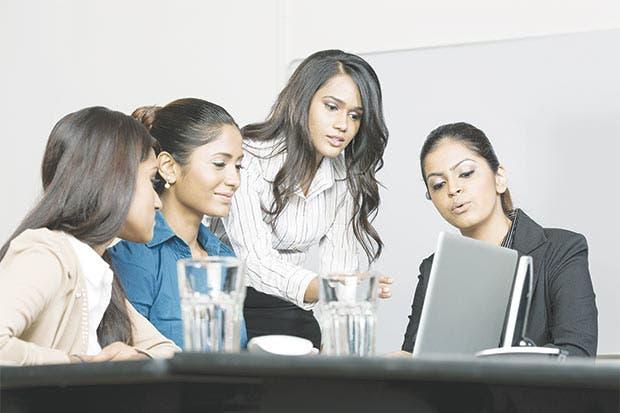 La brecha laboral femenina entre EE.UU. y Canadá sigue creciendo