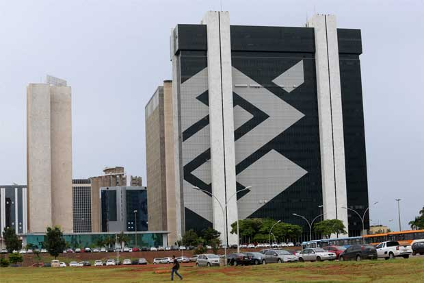 Bancos brasileños cobran más para compensar créditos fallidos