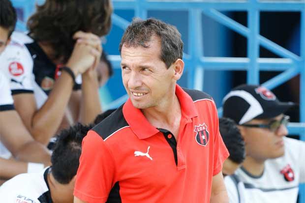 Wilmer López asume dirección técnica de Alajuelense