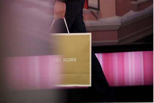 Ola de descuentos en tiendas de EE.UU. golpea a marcas de moda