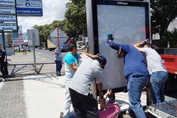 Retiran mupis del casco central de San José