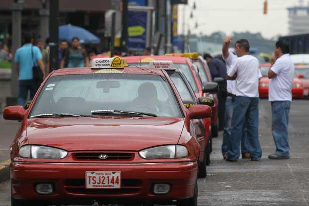 Tarifa de taxi aumentará ¢5 por kilómetro