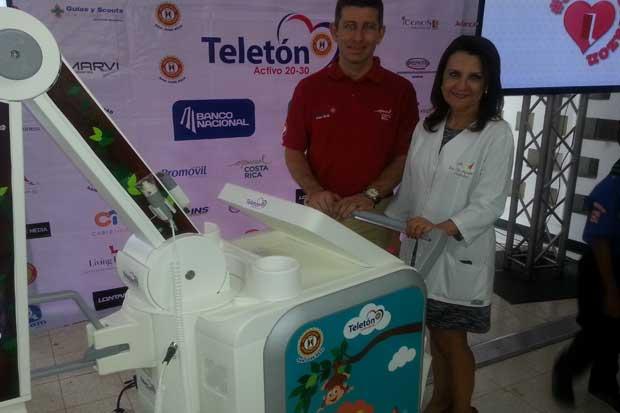 Teletón entregó equipo de rayos equis portátil a Hospital de Niños
