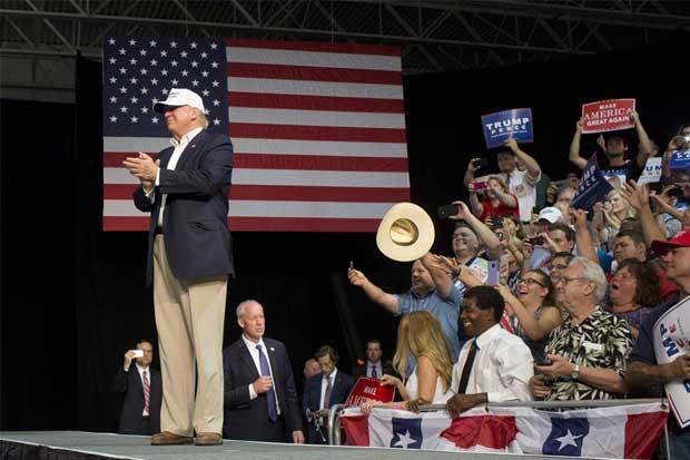 Trump se acerca a las minorías con intenciones ocultas, argumentan estrategas políticos