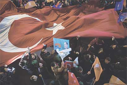 Pacto de Europa y Turquía sobre refugiados podría colapsar