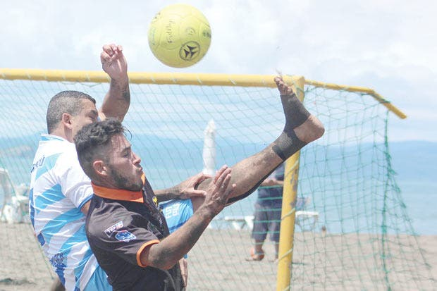 Escazú demoledor en fútbol playa