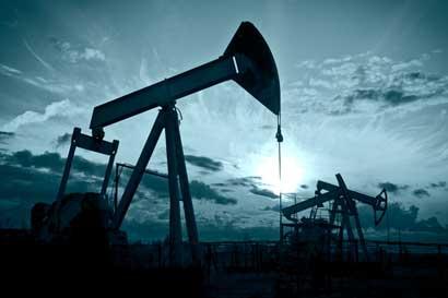 Precio del petróleo continúa cayendo
