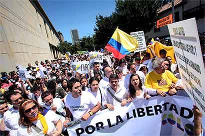 Fin del conflicto colombiano en manos de votantes escépticos