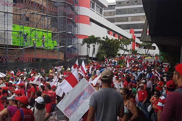 Docentes que asistieron a huelga se les rebajaría el día, según MEP
