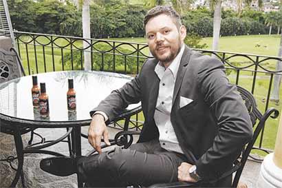 Chef crea salsas inspiradas en Costa Rica