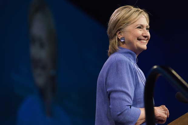 Clinton utilizó 8 BlackBerrys para enviar correos privados como secretaria de Estado