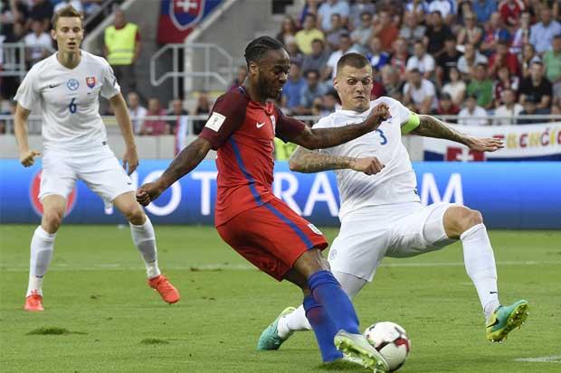 Inglaterra inicia con angustia su camino al mundial