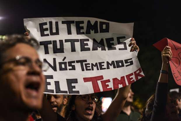 Caen activos brasileños tras protestas en contra de Temer