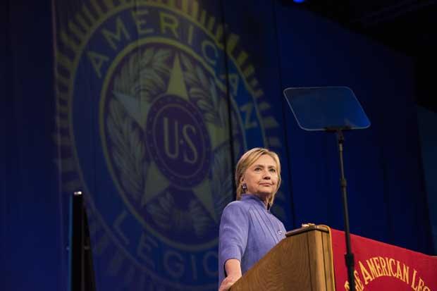 Clinton y Trump se concentran en estados que definirán elección