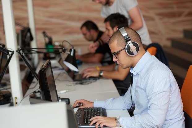 Estudiantes de Universidad Fidélitas crean plataforma web para radio