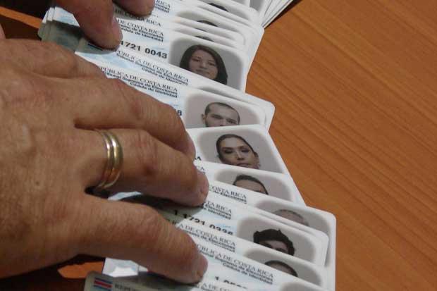 Excluir nombre de los padres en nueva cédula no es opcional, según TSE