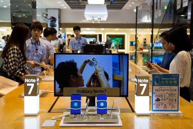 Presiones a los proveedores están detrás de los desperfectos en baterías de Samsung