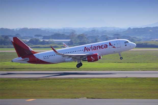 Cancelan ocho vuelos en Aeropuerto Juan Santamaría por ceniza volcánica