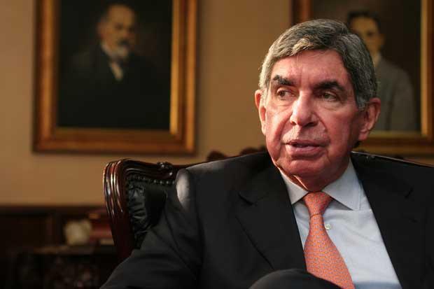 Óscar Arias anunciará esta noche que no se postulará