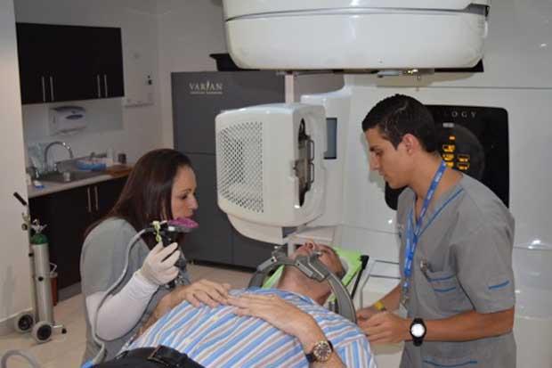 Dispositivo médico inmoviliza pacientes para eliminar tumores