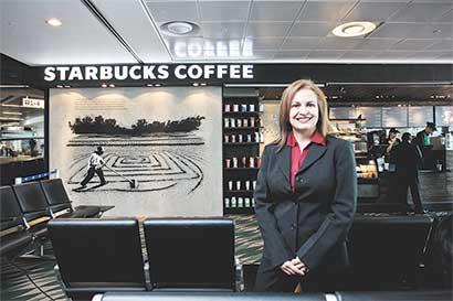 Gerente de Mercadeo: Si Starbucks crece es porque el tico lo pide