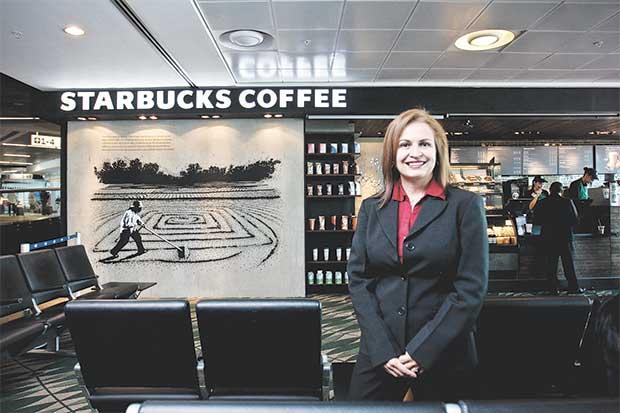 """Gerente de Mercadeo: """"Si Starbucks crece es porque el tico lo pide"""""""