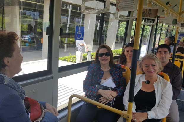 Políticos utilizaron tren, bici y caminaron en Día Mundial sin Carro