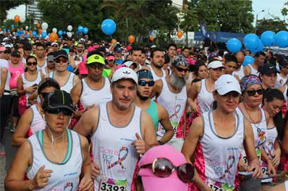 Ciudadanos corrieron por la prevención y detección temprana del cáncer