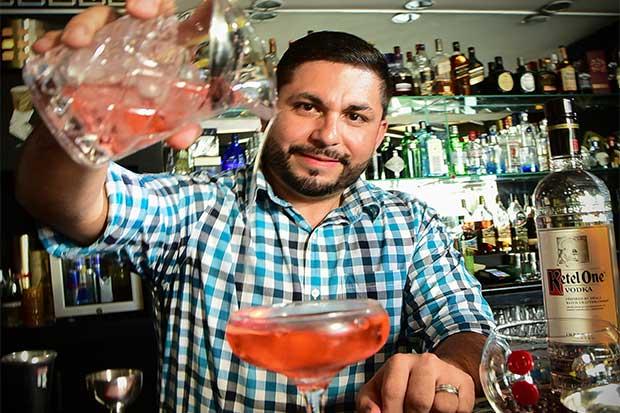 Bartender tico buscará ser el mejor en competencia mundial en Miami